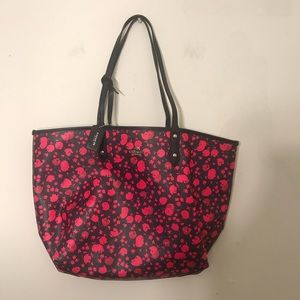 Reversible coach tote